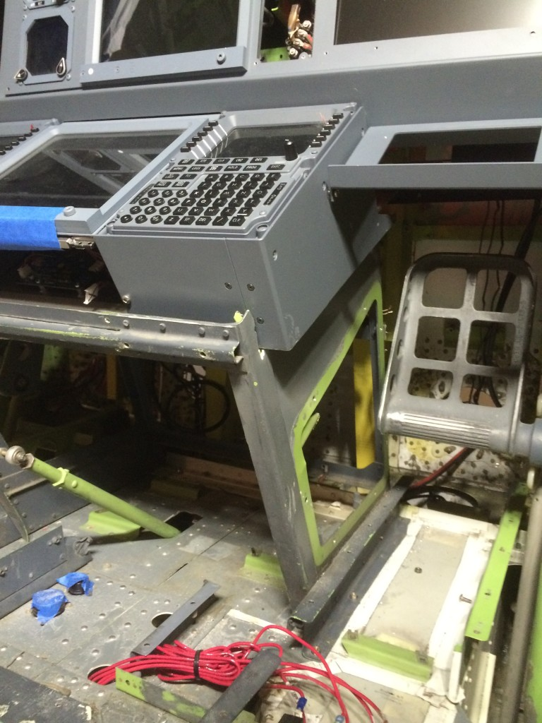 Dry fit of FDS FMS/CDU/lower EICAS screen bay on top of the OEM Boeing pedestal.