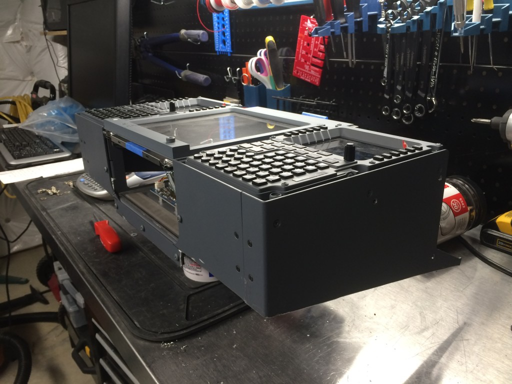 FDS FMS/CDUs and lower EICAS screen mounted in the cut off top of the FDS pedestal.