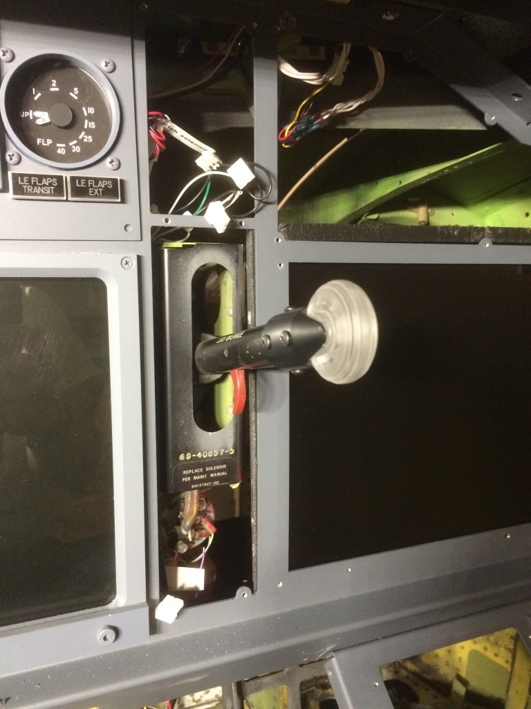 Boeing landing gear lever after installation of FDS NG-style smaller wheel knob.